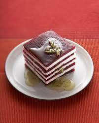 cuisiner les feuilles de betteraves rouges mille feuille feta betterave pour 4 personnes recettes à table