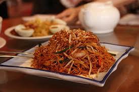 cuisine chinoise porc recette nouilles chinoises sautées aux légumes et au porc