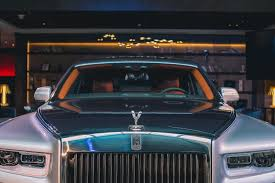 rolls royce roadster the 2018 rolls royce phantom unveiled in sydney the versatile gent