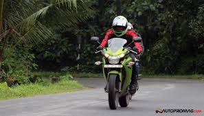 cbr 150r price and mileage yamaha r15 v2 vs honda cbr 150r the ultimate review page 2 of