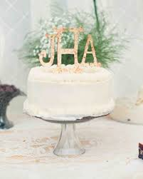 monogrammed wedding cake ideas you u0027ll want to put your name on