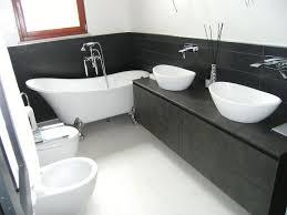 vasche da bagno piccole idee arredo bagno vasca con piedini con accessori di installazione