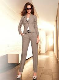 vetement femme pour mariage ensemble tailleur pantalon de mariage beige mode