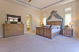 Master Bedroom Ceiling Fans by Traditional Master Bedroom With Crown Molding U0026 Ceiling Fan In