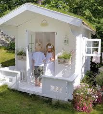 maisonnette de jardin enfant 40 best cabanes pour enfants en bois images on