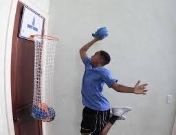 panier de basket pour chambre une panière à linge en forme de panier de basket