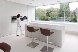 plan de travail avec rangement cuisine une maison contemporaine signée hi macs galerie photos d