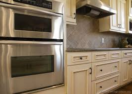 kitchen cabinet backsplash ideas 17 best backsplash images on backsplash kitchen and