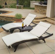 7 poolside loungers for an outdoor season