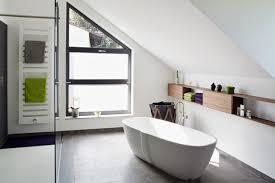 badezimmer mit dachschräge how im bad wanne unter der dachschräge bild 8 schöner