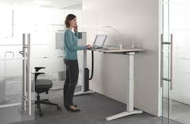 bureau haut 12 modèles de bureaux pour travailler debout mode s d emploi