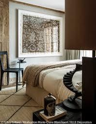 chambre style africain une décoration style montagne associée au style exotique au pied