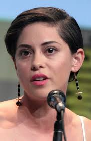 Seeking Rosa Salazar Rosa Salazar Is The Protagonist Of The New Robert