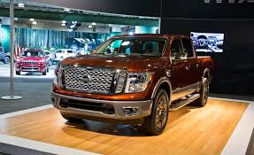 2017 nissan titan crew cab 2017 nissan titan pictures photo gallery car and driver