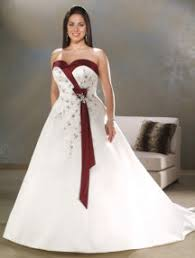 wedding dresses for plus size brides plus size brides tips on finding a flattering plus size wedding gowns