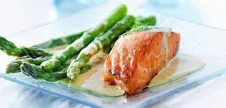 cuisine pav de saumon pavé de saumon et asperges vertes à la crème citronnée tous cuisiniers