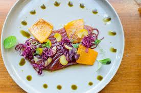 Restaurant Esszimmer Salzburg Gault Millau Roh Marinierter Thunfisch Mit Blaukraut Maroni Kürbis Und Soja