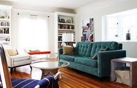 canape florence knoll un salon classique chic avec un grand canapé bleu quand platner