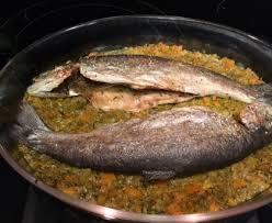 cuisiner truite au four truites rôties aux légumes recette de truites rôties aux légumes