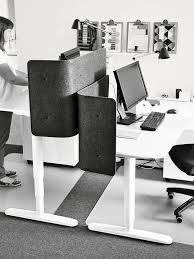 si e assis genoux ikea le bureau en bonne posture