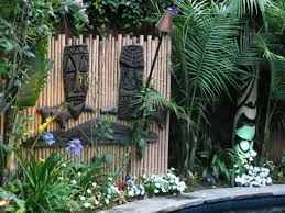 Tiki Backyard Designs by Best 25 Bamboo Fencing Ideas Ideas On Pinterest Bamboo Privacy