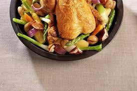 cuisiner un poulet de bresse recette de poulet de bresse rôti en cocotte lutée marrons cèpes et