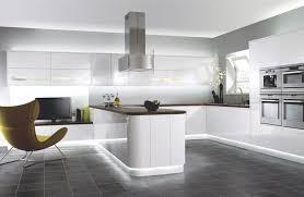 cuisine blanche sol gris cuisine blanche sous le feu des projecteurs en 55 idées