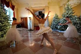 11 stunning photos of the white house adorned with christmas