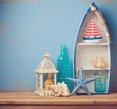oggetti decorativi casa oggetti della decorazione della casa di estate sulla tavola di