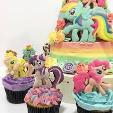 cupcake wonderful rainbow icing piping fluffy cake sugar