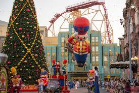 Universal Studios Christmas Ornaments - video macy u0027s holiday parade and the grinch at universal orlando