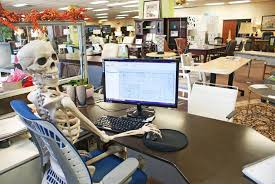 How To Decorate Your Cubicle For Halloween Inexpensive Ways To Make Your Office Frighteningly Festive For