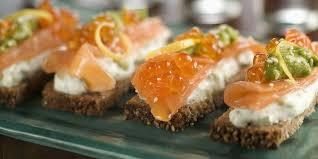 canapé saumon canapés au saumon fumé et mascarpone recettes femme actuelle
