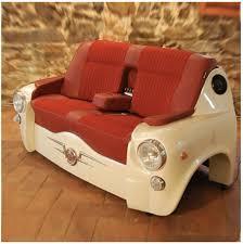 canapé voiture un canapé à partir d un capot de voiture design recyclers