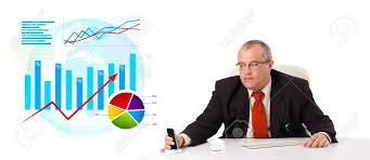 bureau des statistiques homme d affaires assis au bureau des statistiques isolé sur blanc