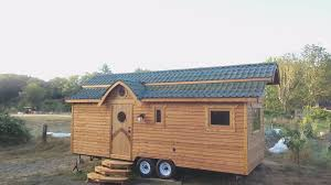 sustainabile living damselfly tiny house video tour cheers