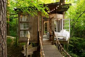 three house photos of popular tree house airbnb in atlanta reader s digest
