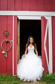dress for barn wedding 7 wedding dresses for a barn wedding vintage weddings