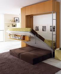 chambre modulable sympa ce lit escamotable avec l étagère qui suit le mouvement du