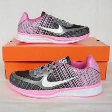 Sepatu Nike Running Wanita sepatu nike run flyknit racer black silver pink preloved fesyen