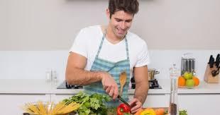 qui fait la cuisine 10 bonnes raisons de sortir avec un mec qui cuisine bien cuisine az
