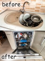 vaisselle cuisine descendez avec la vaisselle de cuisine les ustensiles et les plats