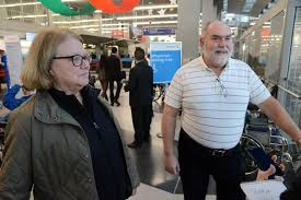 happy reunions at o hare as travelers power toward thanksgiving