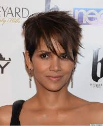 back view of halle berry hair an ode to halle berry s pixie huffpost