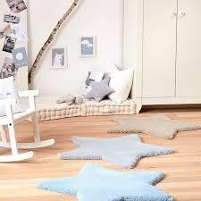 tapis pour chambre bébé garçon tapis etoile bb taupe par belly button pour chambre bebe garçon ou fille