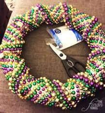 mardi gras bead wreath a3fe3544cd7427110ee586594661d552 jpg 600 600 pixels mardi