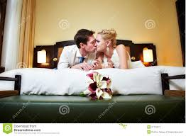 girls kiss girls in bed recently girls kissing in bedroom u2013 bedroom decor ideas bedroom