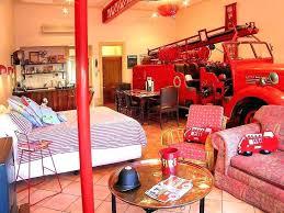 chambre pompier lit camion de pompier enfant secret de chambre lit camion de pompier