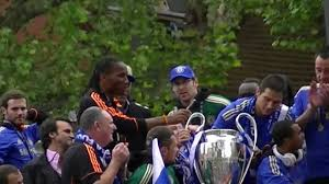 chelsea fc victory parade eel brook common lampard lifts the