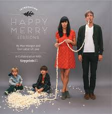 cute holiday family photo love the idea of using the popcorn